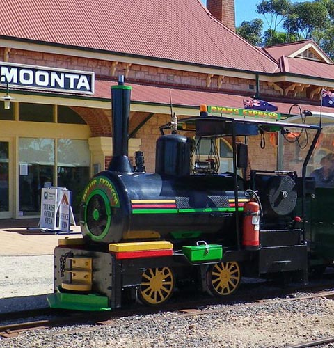 5050_2_Sided_Desktop_Moonta_Mines_Toursit_Railway_sa__480w__500h.jpg
